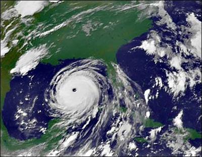 Segni profetici da parte di flotte UFO hanno precedenuto l'Uragano Katrina (Pt.1) 4